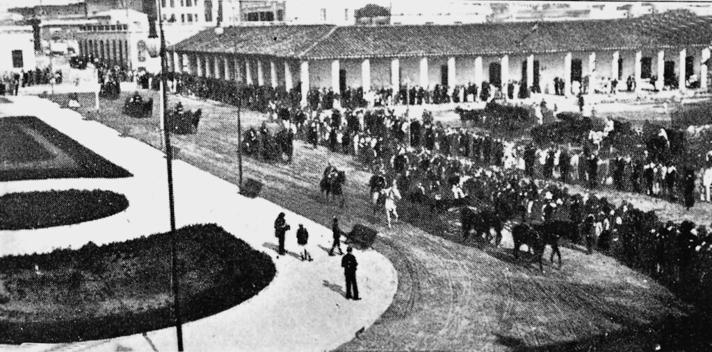 """Asunción circa 1910. The ancient Governor's House can be seen in the background, surrounded by hundreds of people. A similar scene, but with soldiers pointing torches, guns and cannons towards the Governor's House, took place in the night of 14 May 1811. The following day, a Provisional Government was established. Governor Don Bernardo de Velasco remained as President of the Triumvirate, but with Secretaries Don Juan Valeriano de Zeballos and Don José Gaspar Rodríguez de Francia as his advisers. The """"Governor's House"""", with a history that went back at least to the mid XVII Century, was demolished by orders of Liberal President Don Eduardo Schaerer in 1913, an act considered today as a """"historical, cultural and architectural crime"""" against Paraguayan Heritage. [Image: Archivo Jorge Rubiani]."""
